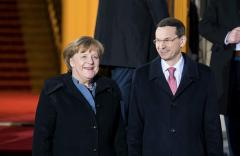 德国总理默克尔访波兰 强调重新加强两国合作