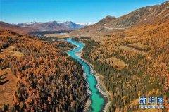 Herbstlandschaft am Kanas-See i