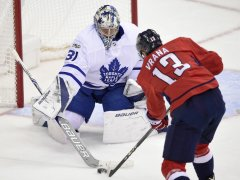 Toronto Maple Leafs blank Washington Capitals 2-0 in early season playoff rematch