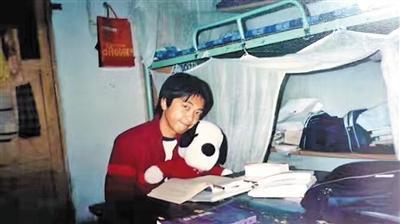 读大学时的何永杰,那时他18岁。