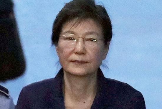 """朴槿惠脸部肿得厉害,律师自称见面时""""吓一跳"""""""