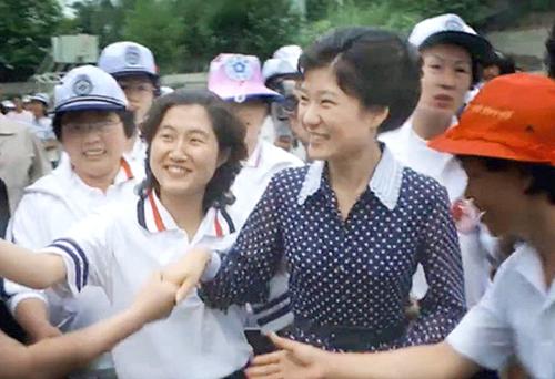 """崔顺实一审获刑20年 朴槿惠闺蜜迎来""""命运审判""""!"""