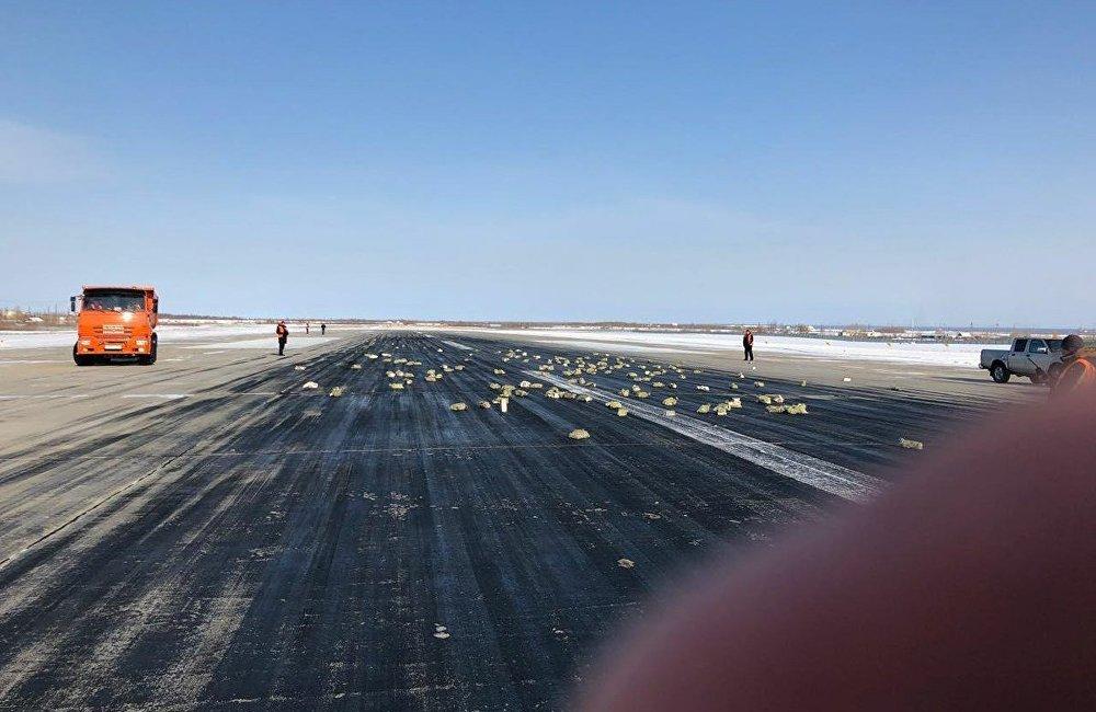俄罗斯雅库茨克机场一架飞机上掉下了黄金。(图片来源:俄罗斯卫星通讯社)