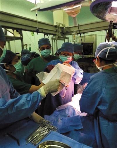 6月16日晚,吴梦顺利生产,宝宝的胎龄只有27周5天。