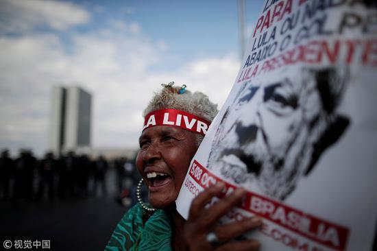 前总统卢拉支持者聚集在巴西首都巴西利亚(图源:视觉中国)