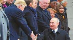 巴黎会面只是握握手拍拍肩普京特朗普简单聊焦