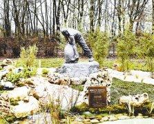 一战华工雕像在法国圣康坦市揭幕