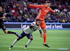 Vancouver Whitecaps beats Los Angeles Football Club 1-0 during regular season of 2019 MLS play at BC