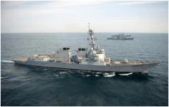 美军声称两艘军舰穿越台