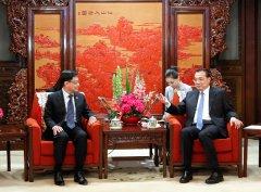 李克强会见新加坡副总理兼财政部长王