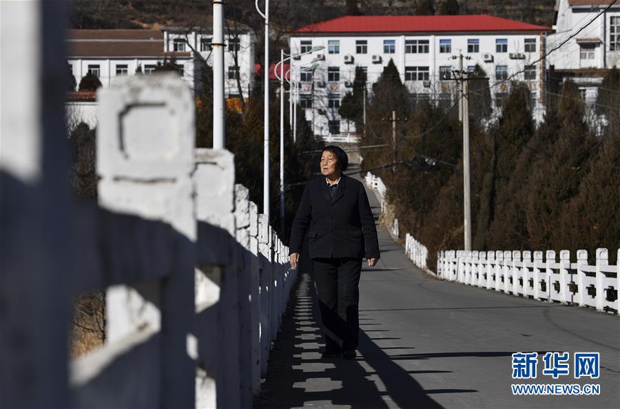 (新华全媒头条·自信中国·70年启示录·图文互动)(1)初心不改为人民——从壮阔70年看中国情怀