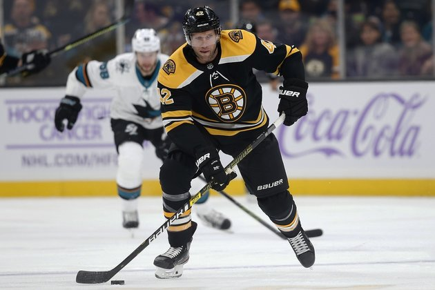 Bruins waive F Backes after 14