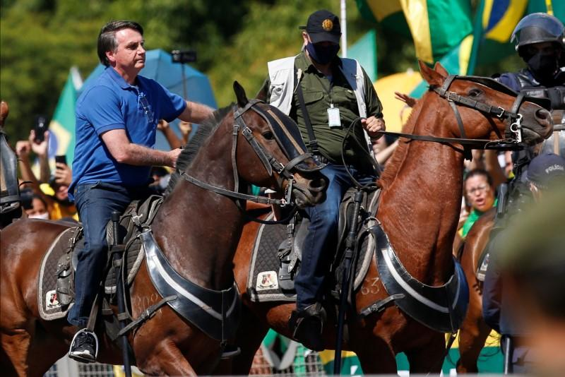 Bolsonaro joins rally against B