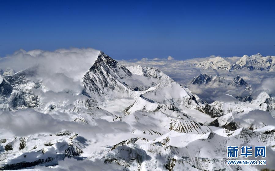 身高8848.86米,珠峰还在长