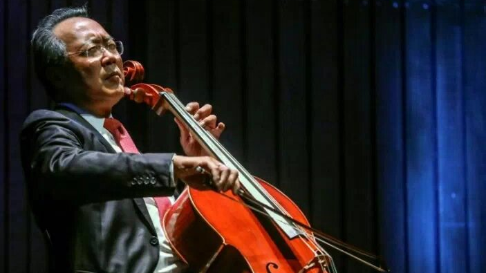Yo-Yo Ma marks second jab with surprise concert in clinic