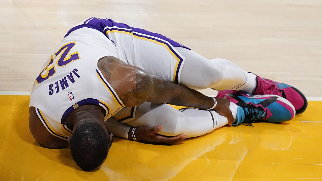 How will James' injury influence Lakers' season?