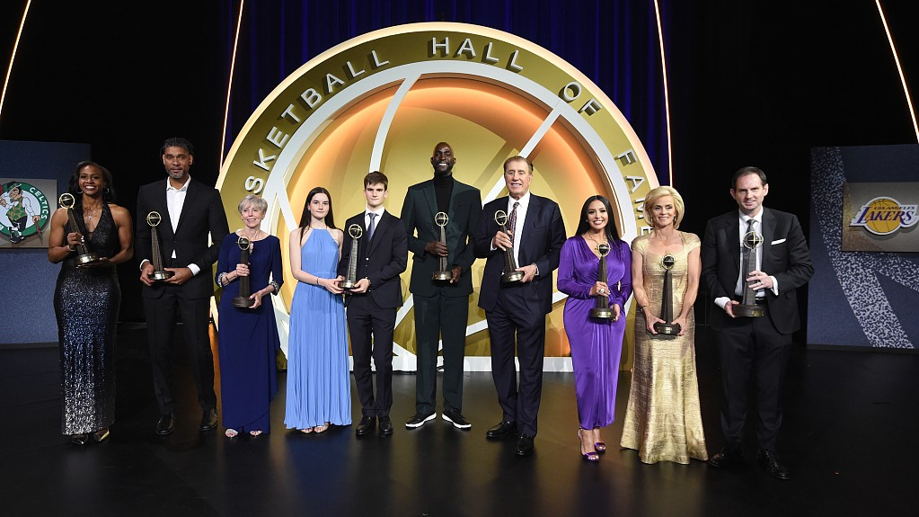 'He's still winning:' Bryant, KG and Duncan inducted into HOF