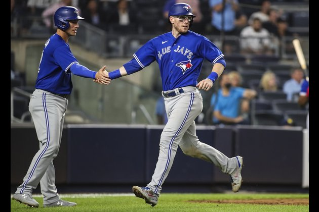 Blue Jays knock Yankees from top wild card with 7th straight win
